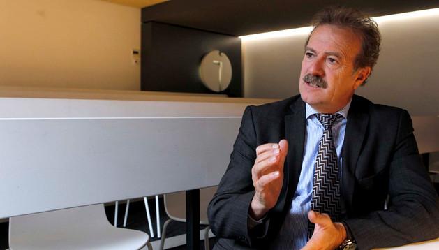 Manuel Campo Vidal en el aula de formación de Diario de Navarra