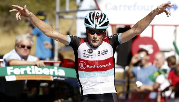 Chris Horner entra vencedor en la línea de meta