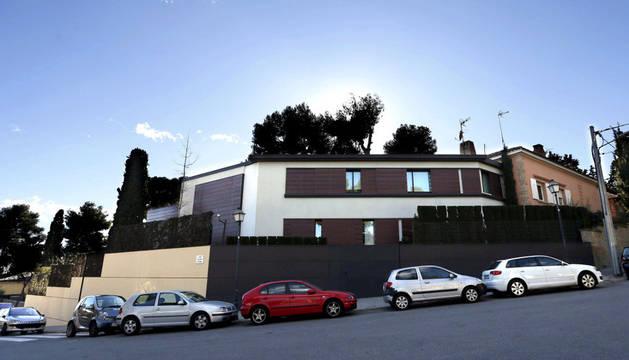 Vista del domicilio en Barcelona de los Duques de Palma, la infanta Cristina e Iñaki Urdangarín, tomada este lunes.