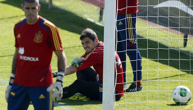 Víctor Valdés e Iker Casillas, durante un entrenamiento