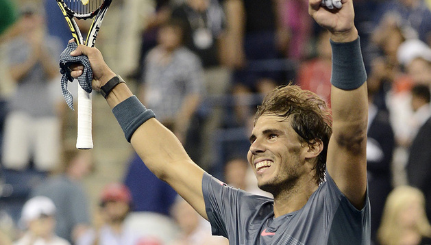 El tenista español Rafa Nadal celebra la victoria ante su compatriota Tommy Robredo.