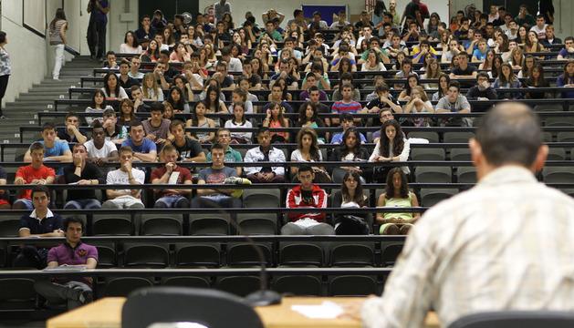 Alumnos de primer curso de la UPNA, el pasado viernes en la jornada de bienvenida