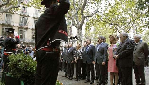 Ofrenda floral ante el monumento de Rafael Casanova, con motivo de la Diada de Cataluña.