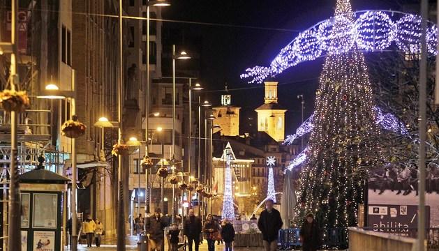 Iluminación navideña en el centro de Pamplona.