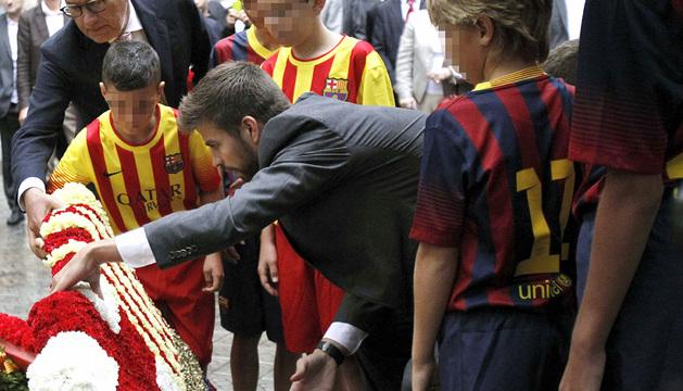El jugador del Barcelona Gerard Piqué, durante la ofrenda floral.