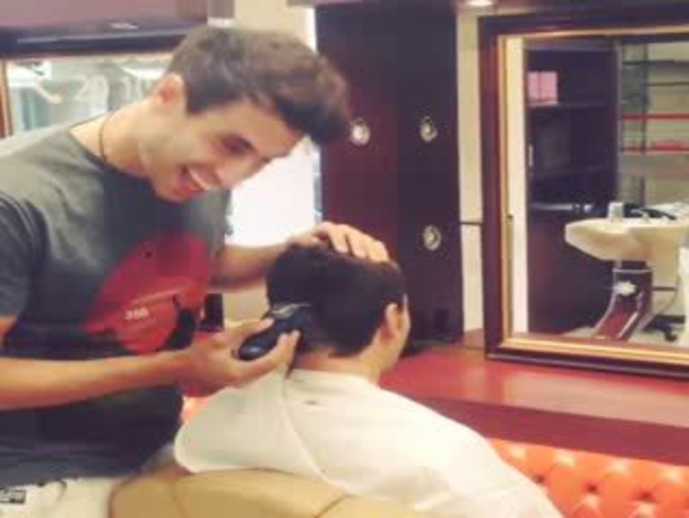 Javi Martínez, peluquero