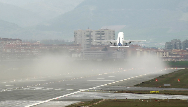 El aeropuerto de Noáin continúa perdiendo pasajeros.