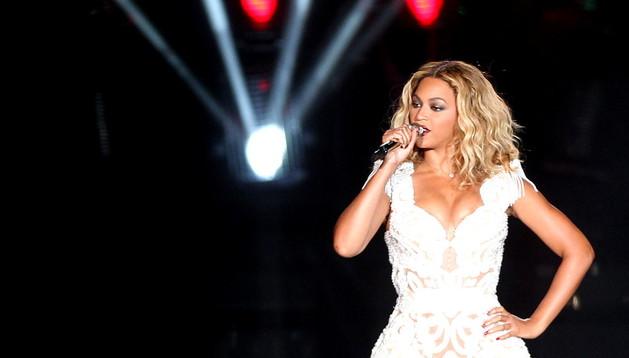 La cantante estadounidense Beyoncé, durante su concierto este viernes en el festival Rock in Rio, en Río de Janeiro (Brasil).