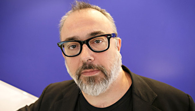 El director español Álex de la Iglesia posa este sábado durante el Festival Internacional de Cine de Toronto (TIFF) en Canadá.