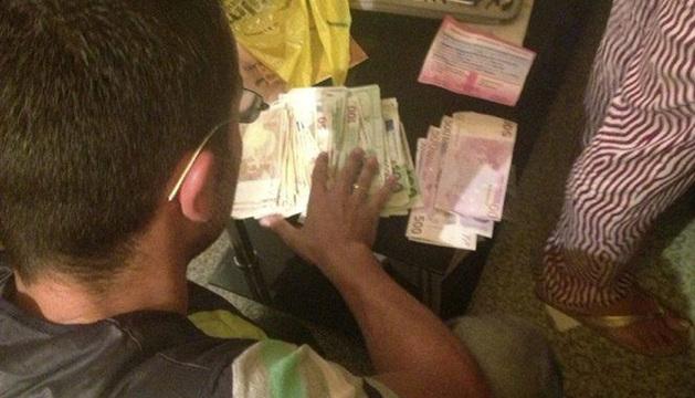 Parte del dinero incautado tras las detenciones.
