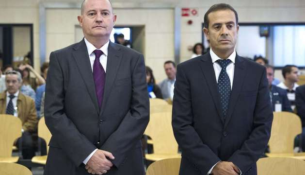 El exjefe superior de Policía del País Vasco Enrique Pamiés (i), y el exinspector José María Ballesteros.
