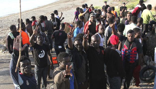 Algunos de los inmigrantes que han entrado en Ceuta tras un asalto masivo a la playa de Tarajal.