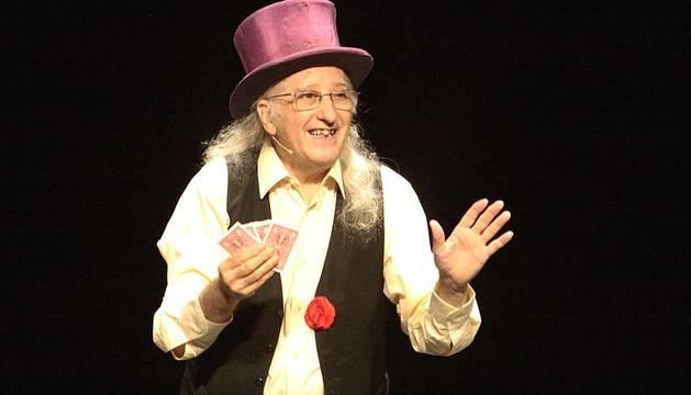 ?Magia potagiason?, el nuevo espectáculo de Juan Tamariz, llegó al Teatro Gayarre el jueves 12 de septiembre. Magia, telepatía, humor, misterio, improvisación y emoción en un programa que recogió lo mejor de los cuarenta años de carrera de este mago diferente, que cuenta con un público totalmente fiel a su peculiar manera de entender el mundo de la magia.