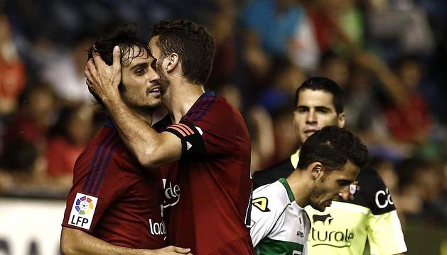Encuentro correspondiente a la 5ª jornada de Liga de Primera División disputado en El Sadar con triunfo de Osasuna 2-1.