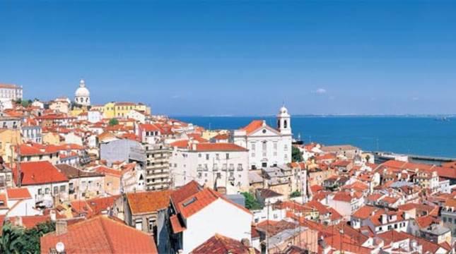 Vista panorámica del barrio de la Alfama en Lisboa
