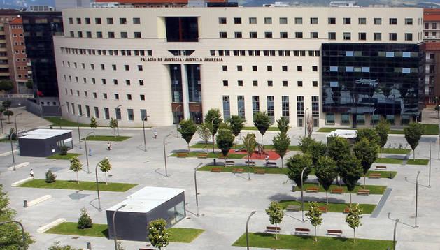 Fachada del Palacio de Justicia de Navarra, de donde se derivan los casos al Servicio de Mediación Penal