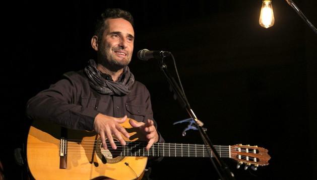 Jorge Drexler durante su actuación en Toronto