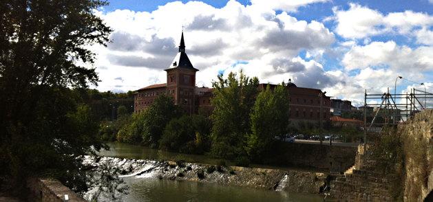 Las Oblatas, vistas desde el puente de Santa Engracia