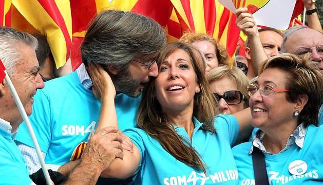 Miles de catalanes reclamaron este sábado que Cataluña siga formando parte de España, en una concentración en la plaza de Catalunya de Barcelona organizada por la plataforma 'Som Catalunya. Somos España' con motivo del 12 de octubre.