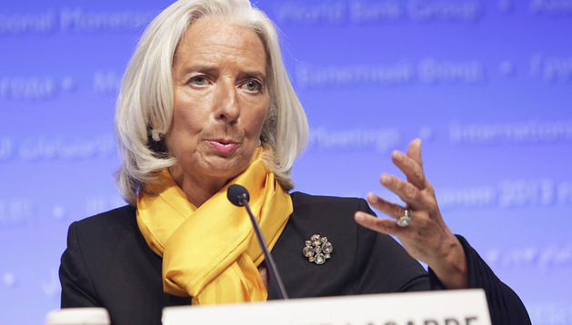 La directora gerente del Fondo Monetario Internacional (FMI), Christine Lagarde, habla a los medios