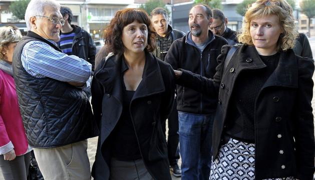 La concejala de Bildu del Ayuntamiento de Pamplona Patricia Perales (c), acompañada de parlamentarios y concejales de Bildu y Aralar-NaBai