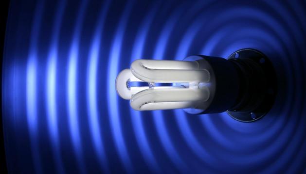 La tecnología LED requiere una mayor inversión inicial, pero ofrece un consumo menos y una mayor durabilidad.