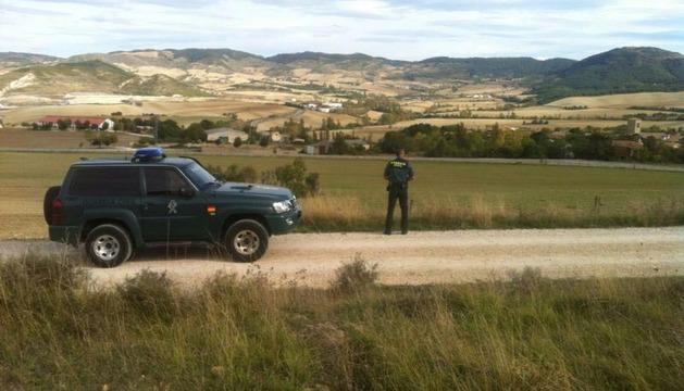 Una patrulla de los equipos Roca (contra el robo en el campo) de la Guardia Civil, durante sus labores de inspección