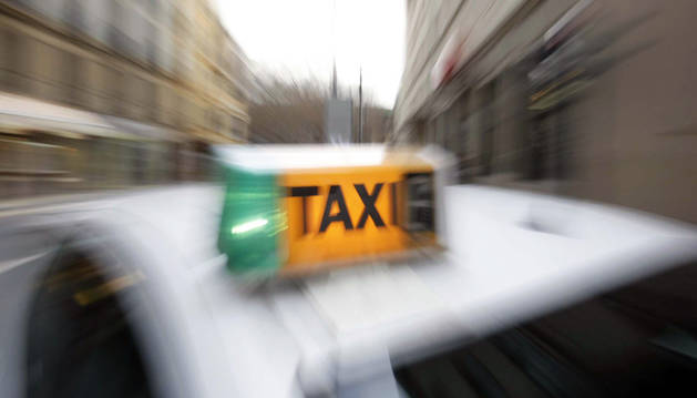 Detalle de un taxi de Pamplona.