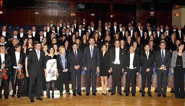 Los ocho galardonados con los Premios Príncipe de Asturias 2013 recibirán este viernes esta distinción de manos de don Felipe de Borbón en una ceremonia que se celebrará en el Teatro Campoamor de Oviedo con la presencia de doña Letizia y la reina doña Sofía.