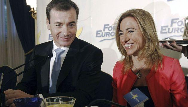 El secretario general de los socialistas de Madrid, Tomás Gómez, junto a la exministra Carme Chacón.
