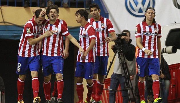 Los jugadores del At. de Madrid celebran el segundo gol del equipo colchonero
