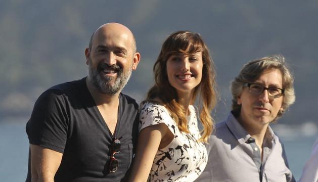 El cineasta David Trueba y los actores Natalia de Molina y Javier Cámara