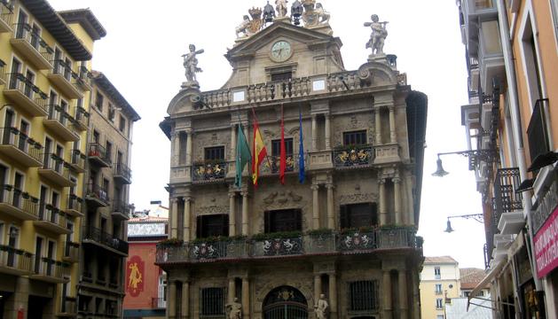Fachada del Ayuntamiento de Pamplona en una imagen de archivo.