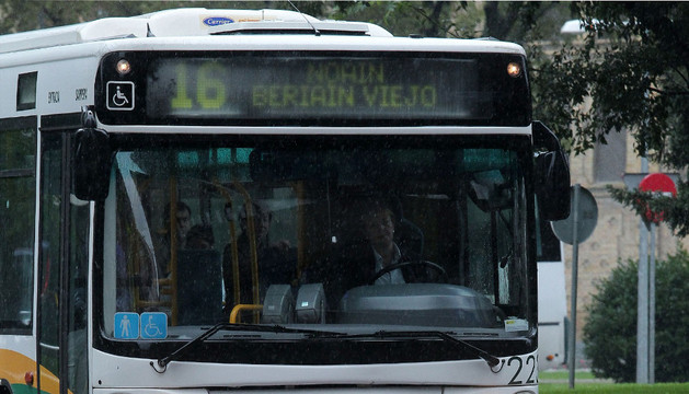 El transporte urbano cuenta con 25 líneas diurnas y 10 nocturnas.