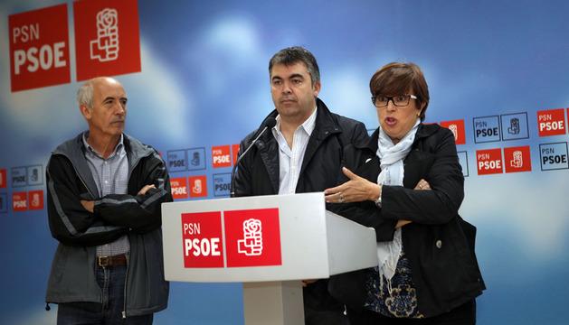 De izda. a dcha., Elías Jiménez, Santos Cerdán y Camino Martínez