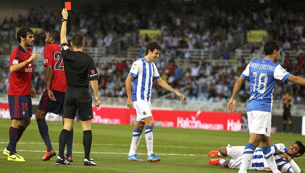 Del Cerro Grande expulsa a Lotiès durante el encuentro de Anoeta contra la Real Sociedad