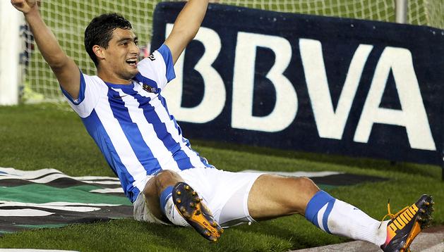Chory Castro celebra uno de los goles anotados contra Osasuna