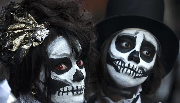 La marcha fusiona la celebración de Halloween, del 31 de octubre, y el Día de los Difuntos, que se conmemora el 2 de noviembre