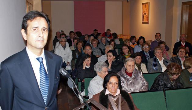 Ricardo Fernández Gracia ante el público asistente a su charla sobre Diego Díaz del Valle
