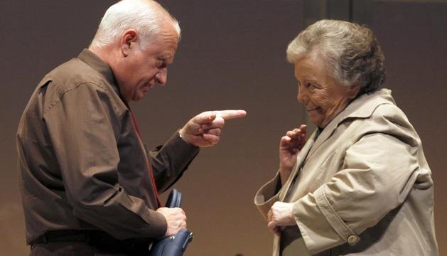 Los actores Maria Galiana y Juan Echanove durante el pase gráfico de la obra