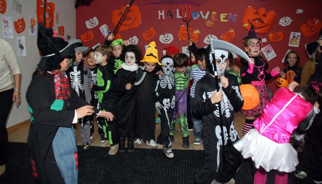 Un grupo de niños de Milagro en la fiesta que organizó la Apyma de Milagro