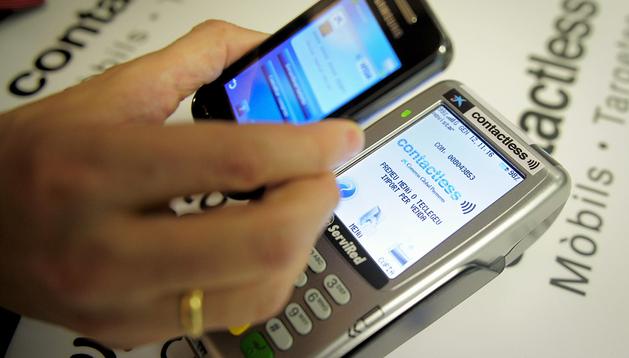 Tanto el móvil como el datáfono deben disponer de la tecnología NFC