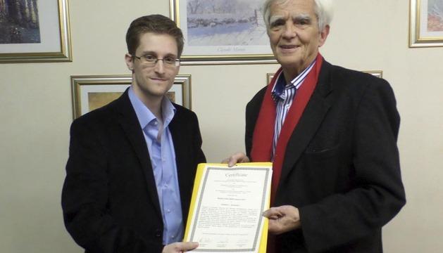 Snowden se reunió en secreto con Christian Ströbele, parlamentario alemán de Los Verdes
