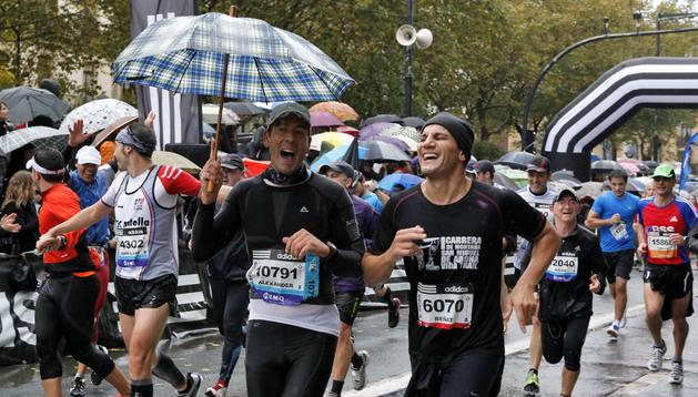 Dos corredores, en la edición de 2012 en San Sebastián.