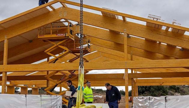 La estructura de la fábrica se está construyendo en madera para aclimatarla al entorno