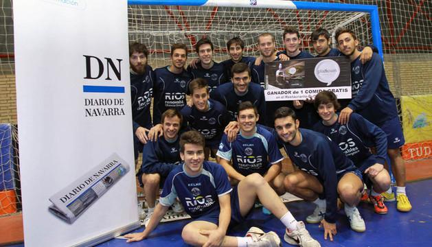 Los jugadores del equipo azul animan a participar en la Porra Ríos-Diario de Navarra
