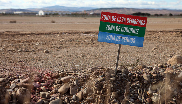 Imagen de un cartel que señala el coto de caza de Cintruénigo