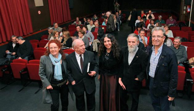 De izda. a dcha., Trinidad Ruiz, Ángel Guinda, Álime Huma, Luigi Maraez y Pepe Alfaro ante el público