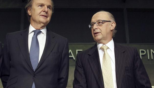 Cristóbal Montoro, junto al presidente de la Asociación de Consultoras Inmobiliarias, Ricardo Martí Fluxá