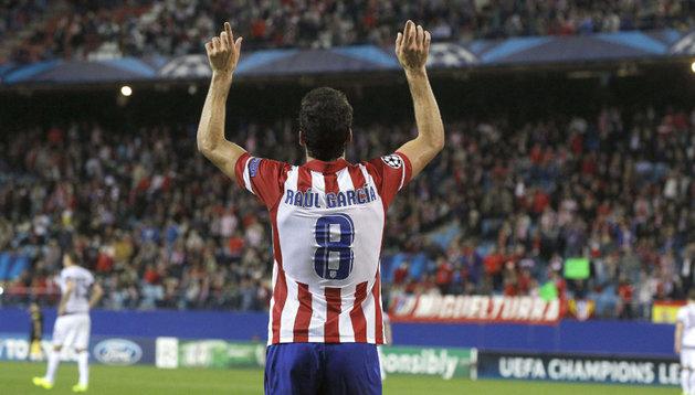 Raúl García dedicó su gol con los brazos en alto